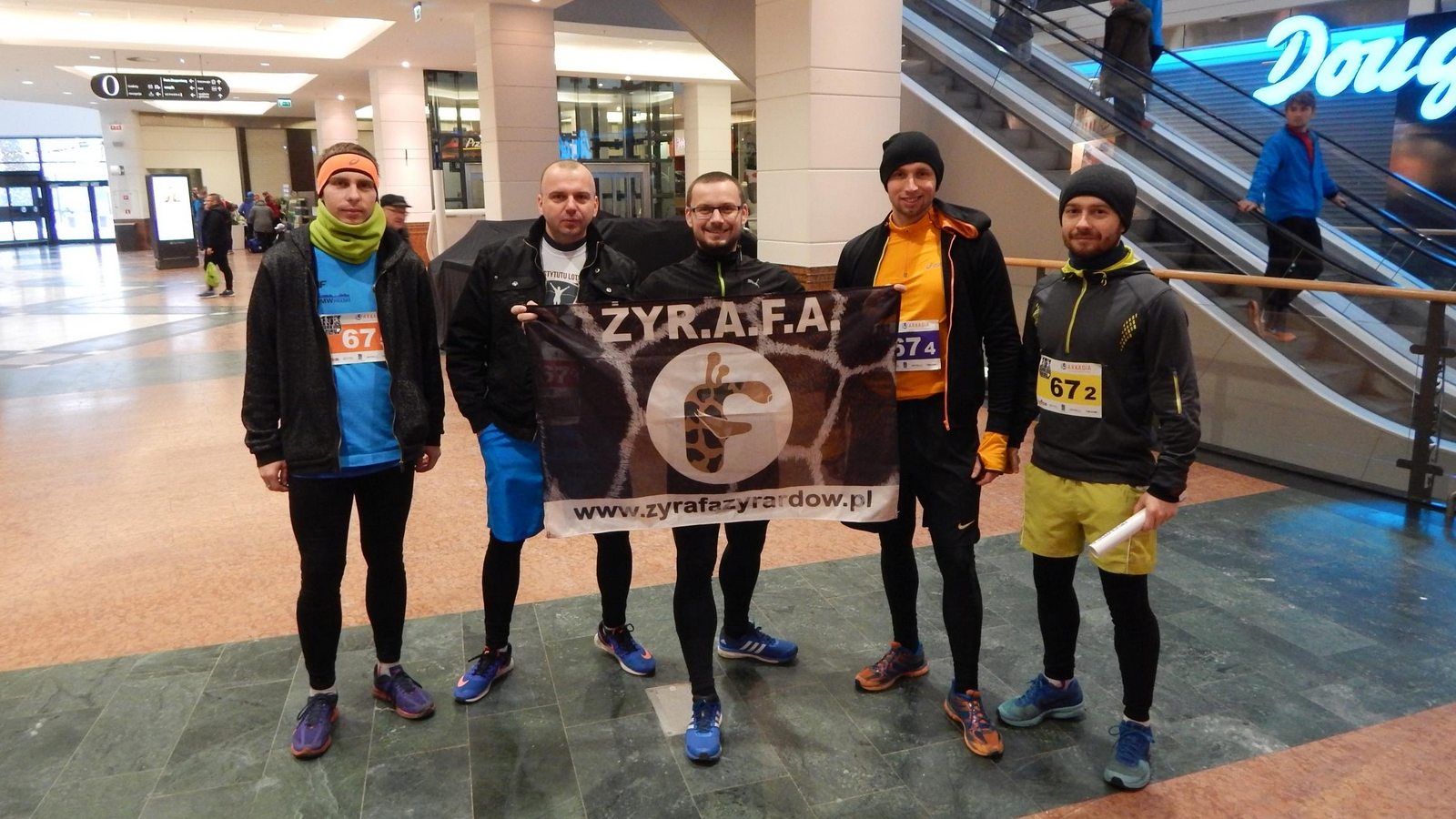 Żyrafa na sztafecie 10k Parking Relay
